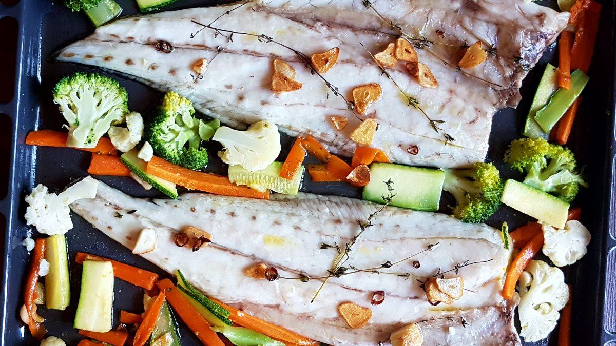 corvina, pescado, fish, verduras, healthy, aove, tomillo, ajos, garlic, brocoli, coliflor, carrot, zanahoria , zucchini, calabacin, couliflower