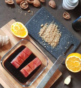 Tataki de atún con nueces de California